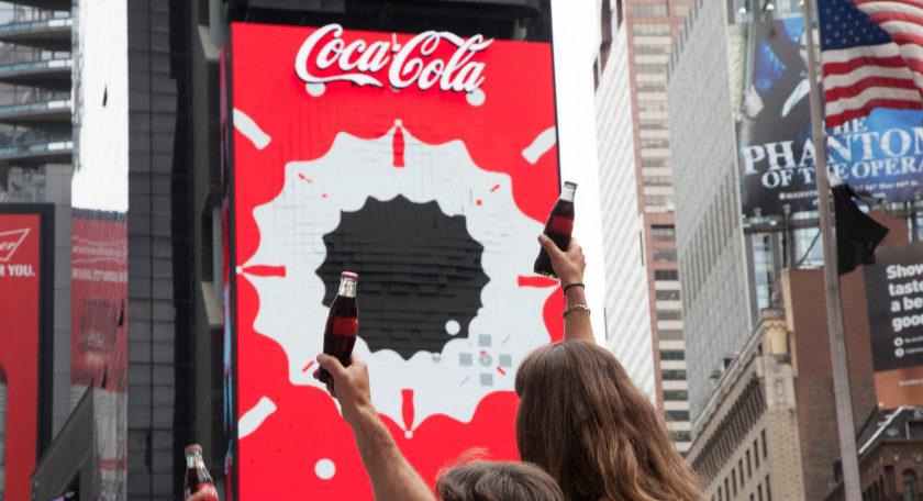 в Нью-Йорке появился первый в мире динамический 3D-билборд от Coca-Cola