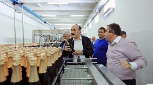 Избербашский коньячный завод начал выпуск вина