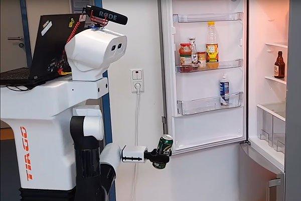 Робот приносит пиво
