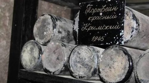 В «Массандре» переукупорили вино 1945 года