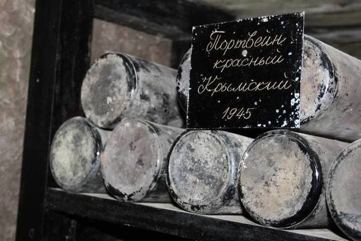 """В """"Массандре"""" переукупорили вино 1945 года"""