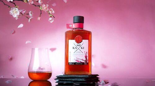 Японский виски выдержанный в бочках из сакуры