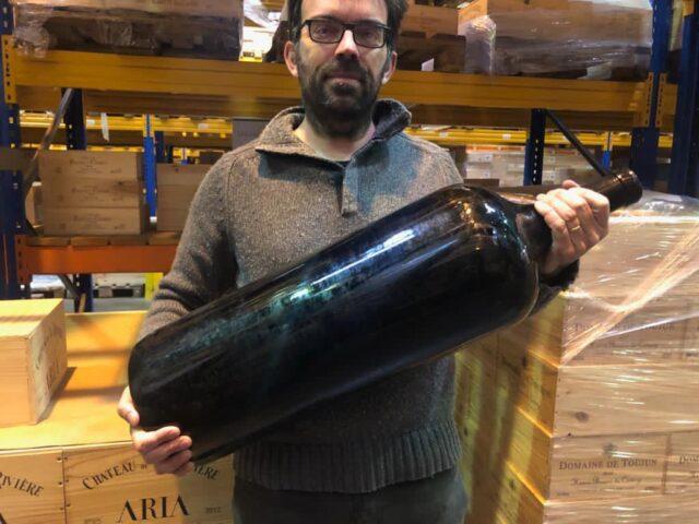Продана 18-литровая бутылка «самого дорогого вина в мире»